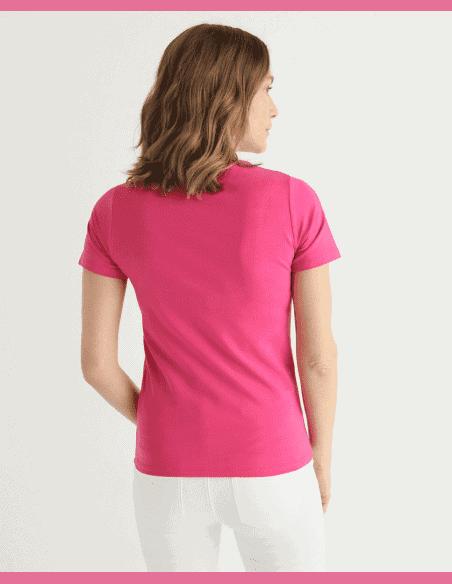 """Vista posterior de la camiseta """"Rala"""" de algodón, manga corta y cuello redondo fucsia"""
