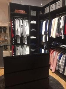 Nuestra tienda de ropa es una boutique de moda en la que queremos que te sientas como en tu propio vestidor: cómoda al elegir tus prendas.